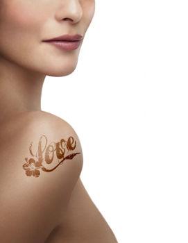 Eliminer les tatouages grâce au Magic pen (pistolet dépigmentant)
